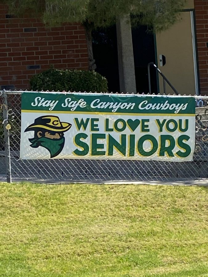 Poster to show appreciation for this year's Seniors near the Senior Quad.