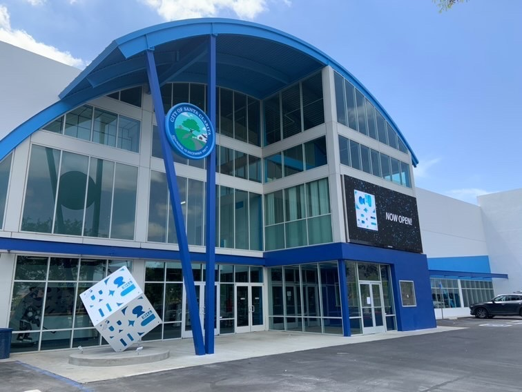 The+Cube+ice+rink+opening+in+Santa+Clarita