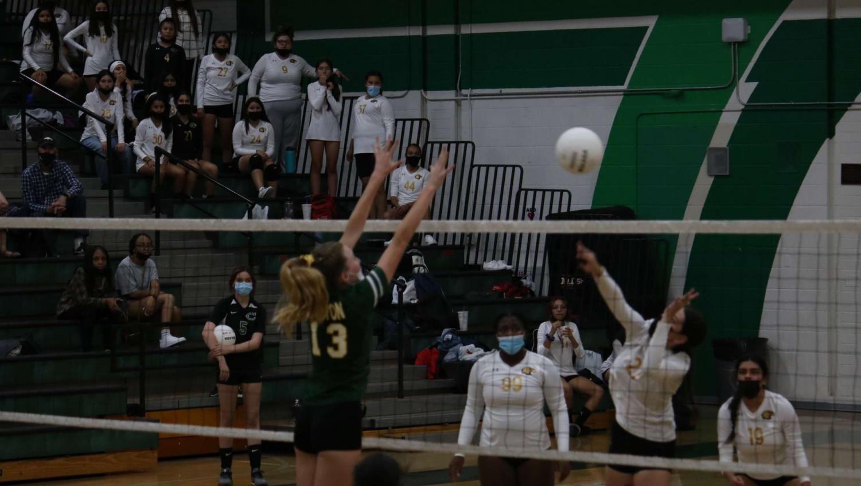 Girls+Volleyball%3A+Ready%2C+set%2C+spike%21